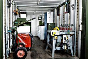 Wehrtechnik erfordert Erfahrung & Know How. Hier sehen Sie einen voll ausgestatteten Werkzeugcontainer der Bundeswehr.